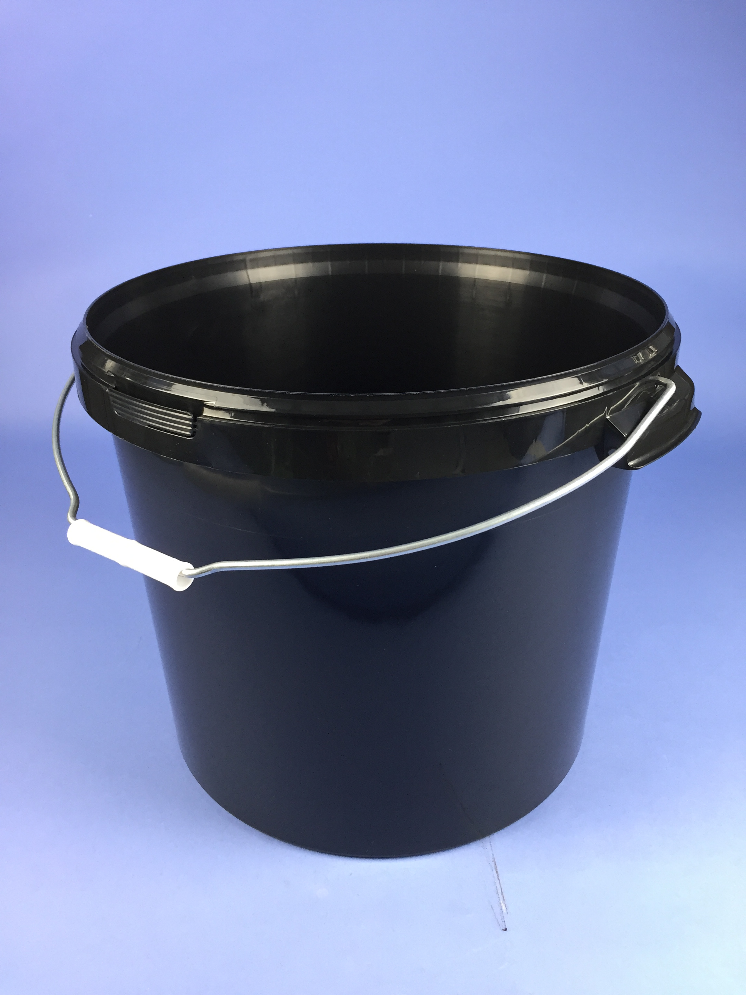 Black 26 Litre Round Bucket C W Metal Handle Amp Tamper