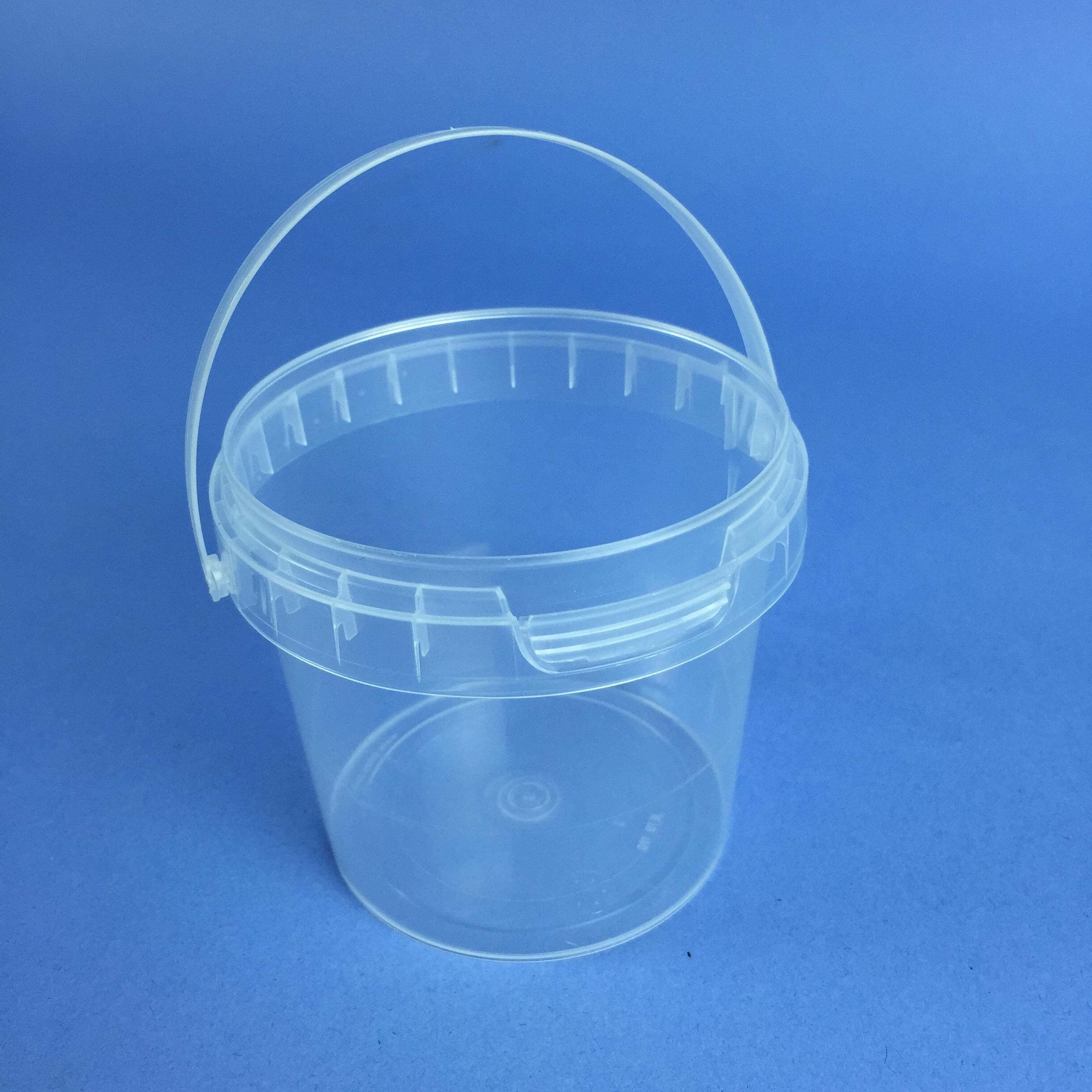 Small Volume Round Clear Tub 190ml Complete With Handle